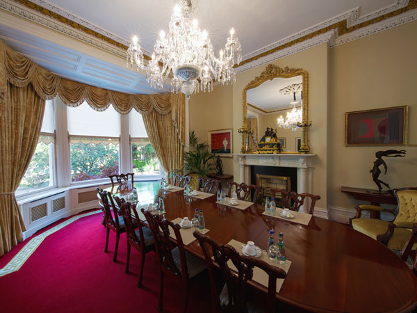 Northumberland Road: Painting & Decorating throughout, bespoke wallpapering and ongoing maintenance.